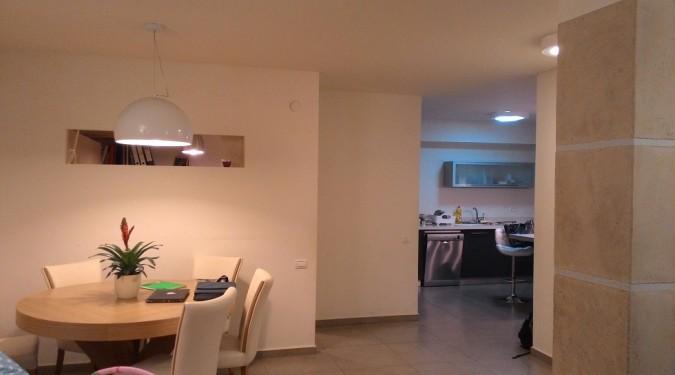 דירת גן 5 חדרים משופצת כמו חדשה.